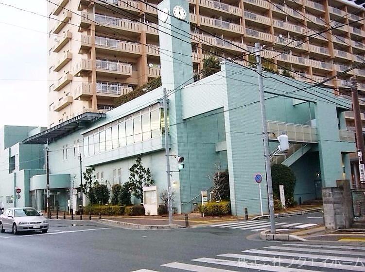 サザンぴあ博多はコミュニティ施設、福祉施設、図書館機能が一体となった複合施設です。多目的ホールや体育館、トレーニングジムなどあります。 物件から歩いて4分です。