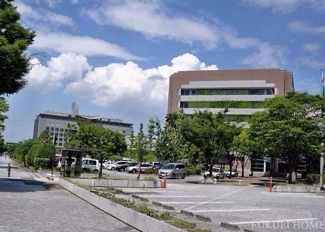 春日市役所まで歩いて2分です
