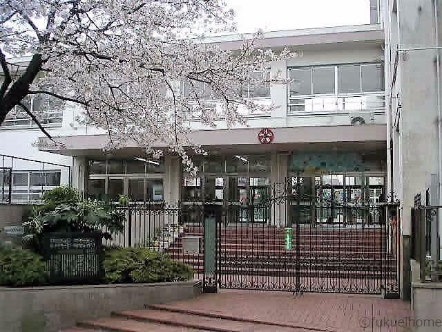 筑紫小学校まで徒歩20分です