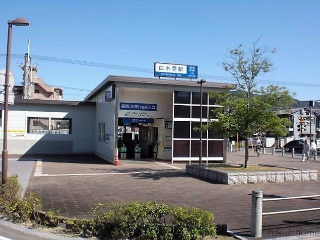 駅前にはスーパー・飲食店などがあり便利です
