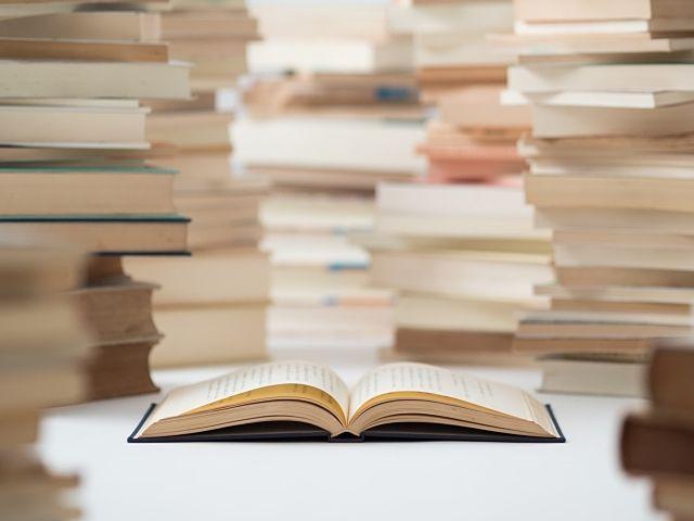 福岡県春日市の春日市民図書館では電子書籍サービスを始めました