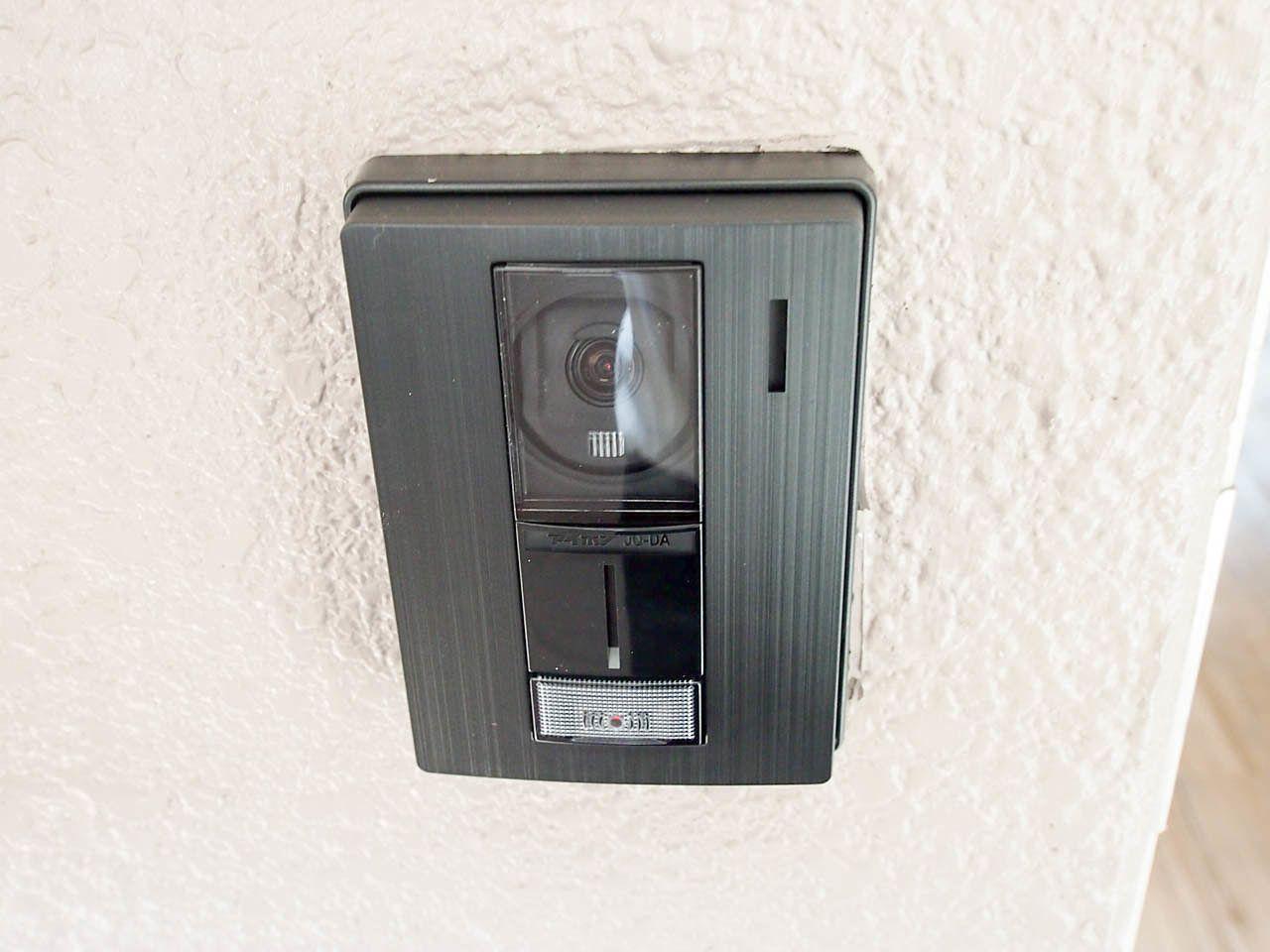 TVモニター付きの玄関のインターホン